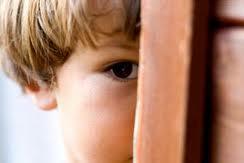 membantu anak mengatasi rasa malu