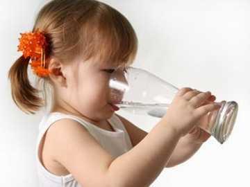 manfaat air putih bagi anak