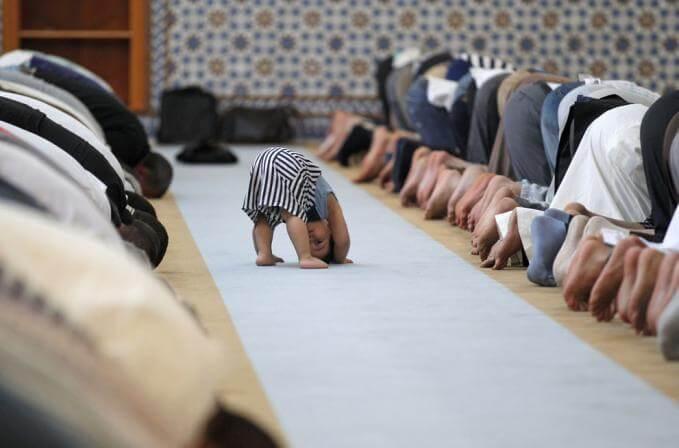 Kapan waktu tepat ajak si kecil ke tempat ibadah