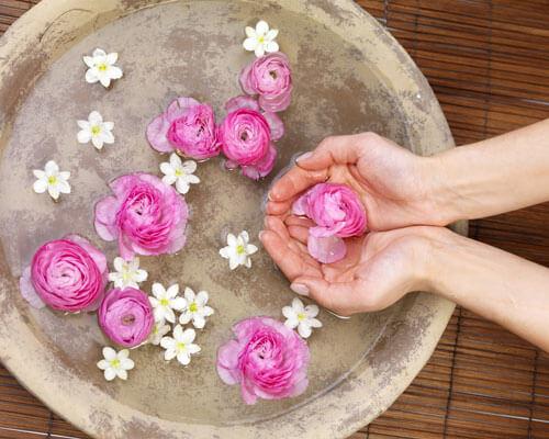 air mawar untuk perawatan kulit