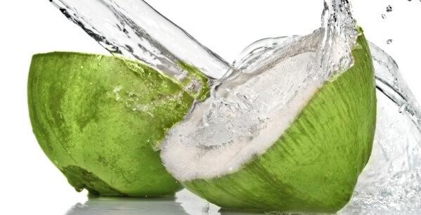 Manfaat Air Kelapa Muda Saat Berbuka Puasa