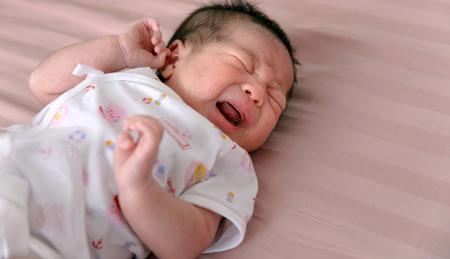 Bayi Jatuh Dari Tempat Tidur Bahaya Atau Tidak Berikut Penjelasanya